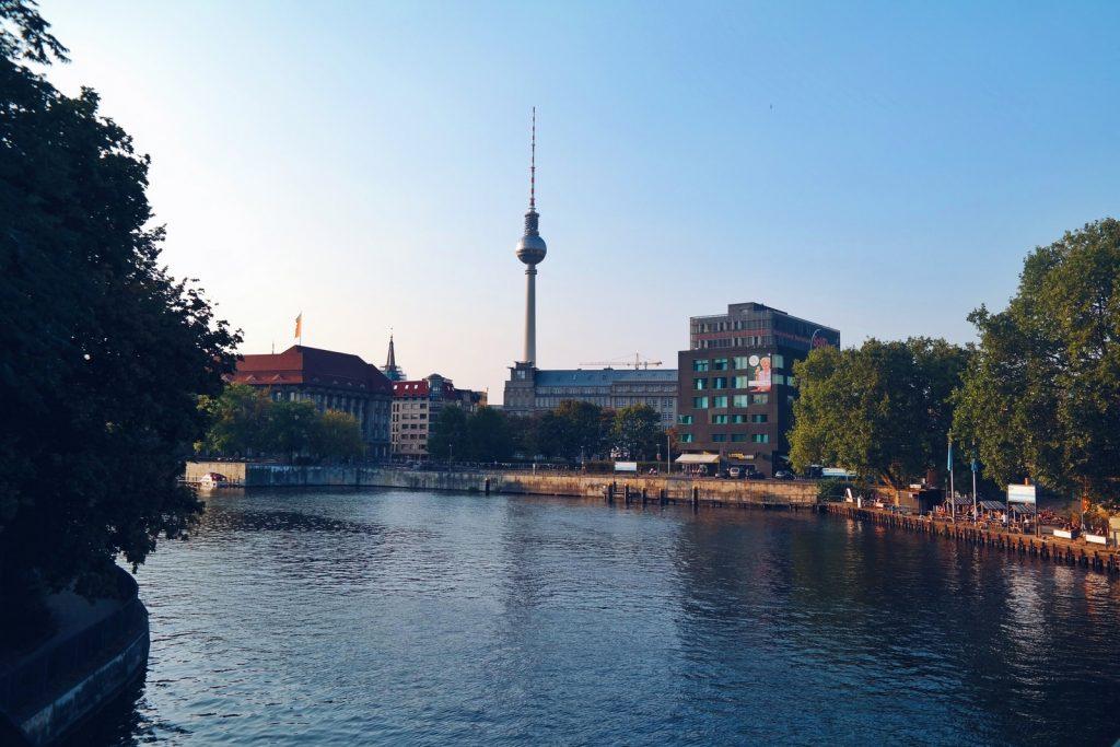 berlin-bella-hauptstadt-fernsehturm-spree